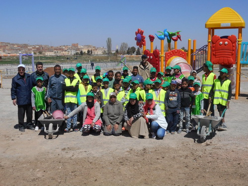 تنظيف وتدشين ساحة للألعاب بحي عثمان وموسى بميدلت