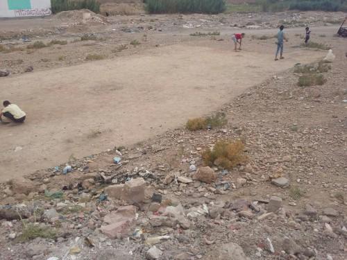 ميدلت :اطفال حي ايت منصور هكدا اصبح لهم ملعبا خاصا بهم
