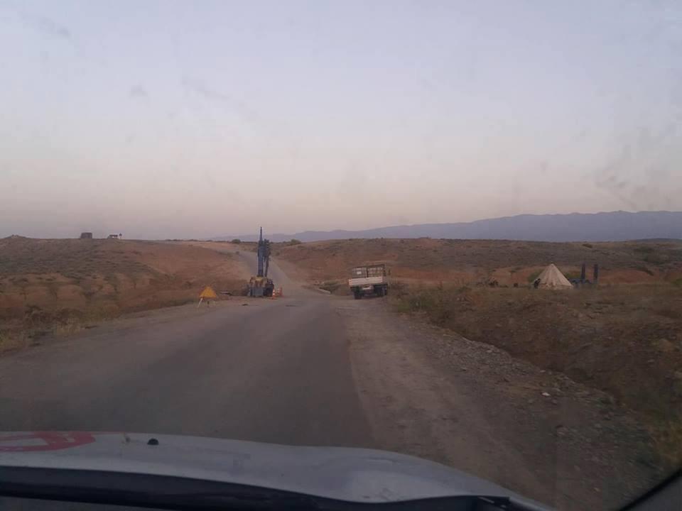 وزارة التجهيز بميدلت تستعد لاعادة قنطرة الموت الى مكانها بايت عياش ، والساكنة ترفض.