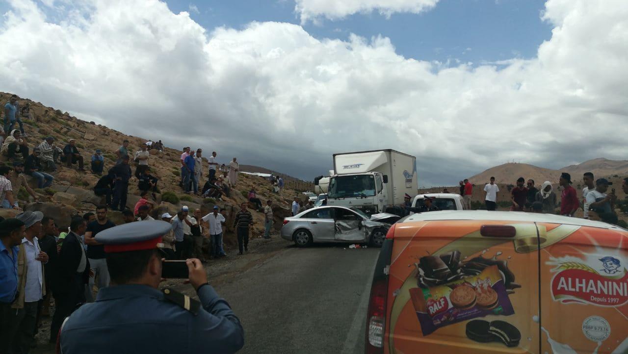 حادثة سير بمنعرجات تيزي نتلغمت تعرقل حركة السير لساعتين.