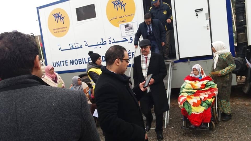زيارة عامل الاقليم للقافلة الطبية التابعة لمؤسسة محمد الخامس للتضامن بمركز بومية