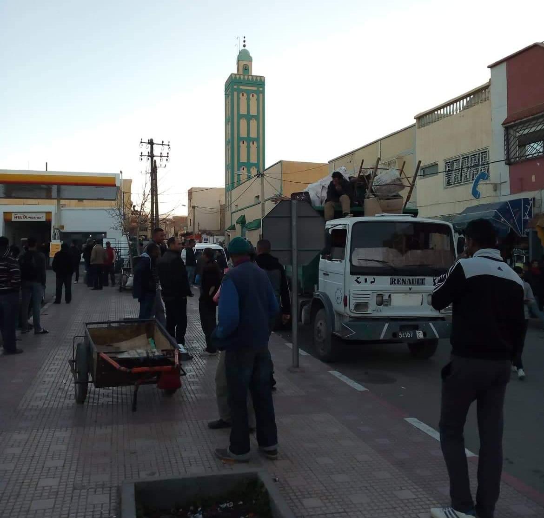 عاجل -حجز كتب تنصيرية وشيعية معروضة للبيع بشارع مولاي ادريس بميدلت .