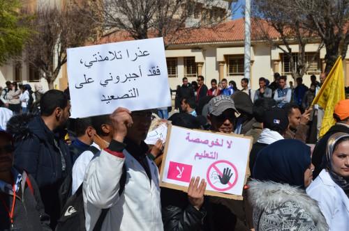 النقابات التعليمية الخمس  تشيد بنجاح مسيرة المتعاقدين و تصدر بيانا ناريا ساعات قبل إضراب وطني لثلاثة أيام