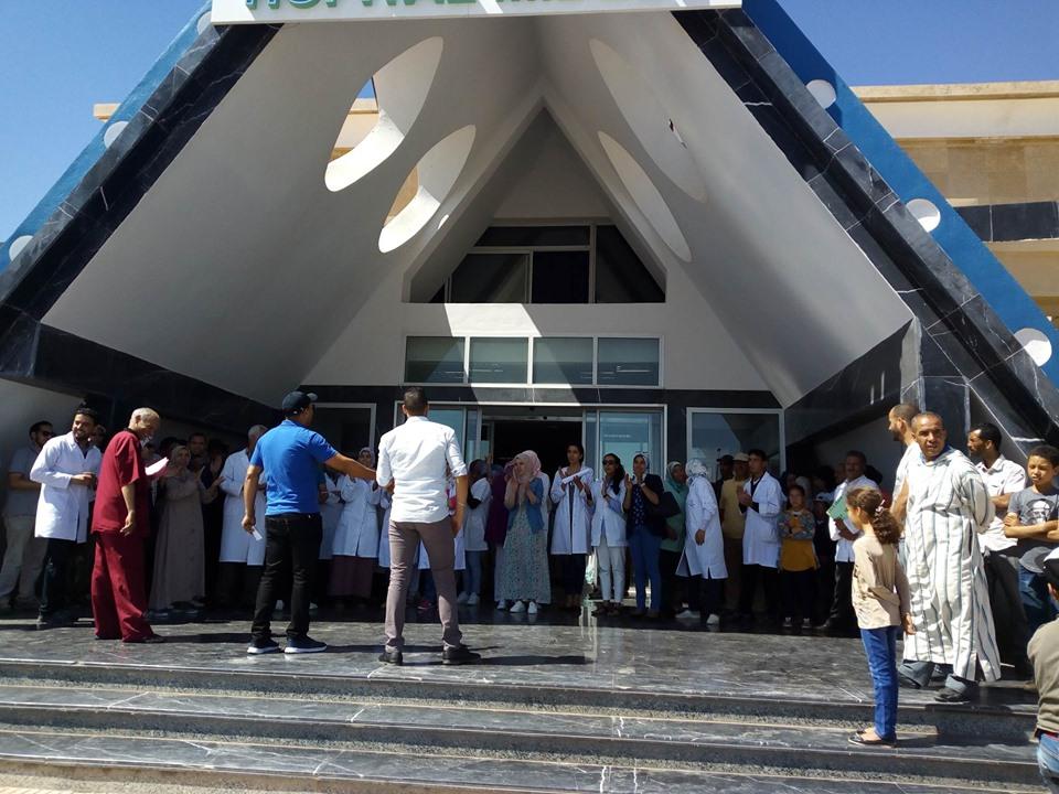 على اثر الاعتداء على ممرضتين وقفة احتجاجية للشغيلة الصحية بميدلت .