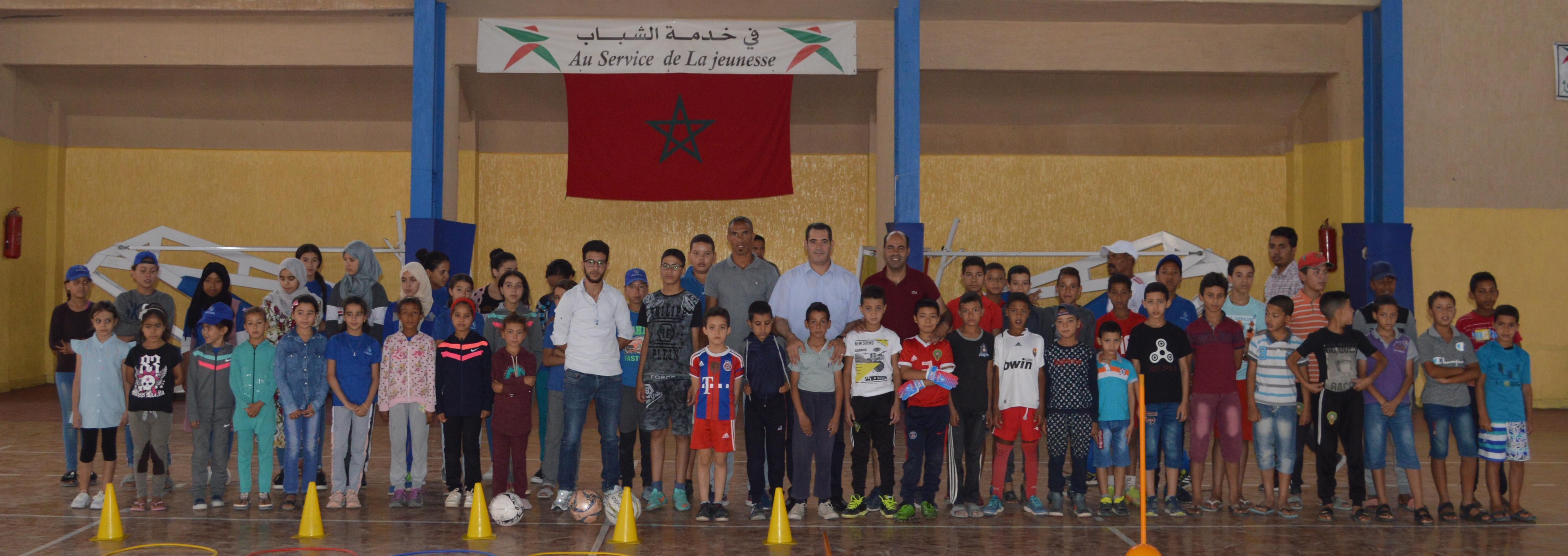 السيد المدير الاقليمي لوزارة الشباب و الرياضة بميدلت يعضي الانطلاقة الرسمية للمخيم الحضري.