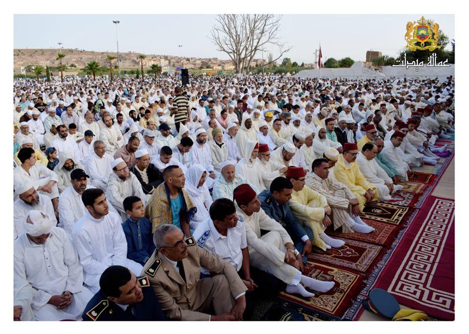 عامل الإقليم يؤدي صلاة عيد الأضحى وسط ألاف المصلين بميدلت…
