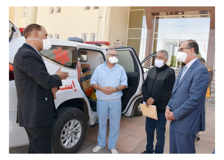 السيد مصطفى النوحي عامل صاحب الجلالة على إقليم ميدلت يسليم مفاتيح سيارة إسعاف مجهزة