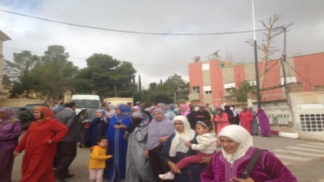 وقفة احتجاجية لساكنة حي ايت الربع – الجبيلة –