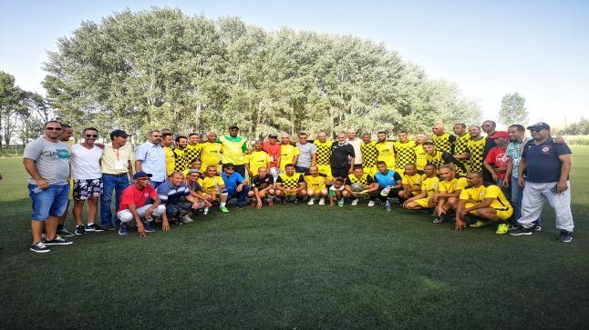 جمعية قدماء ومحبي الإتحاد الرياضي ميدلت تكرم احد اللاعبين القدمى لشباب اطلس خنيفرة السيد الحسن .
